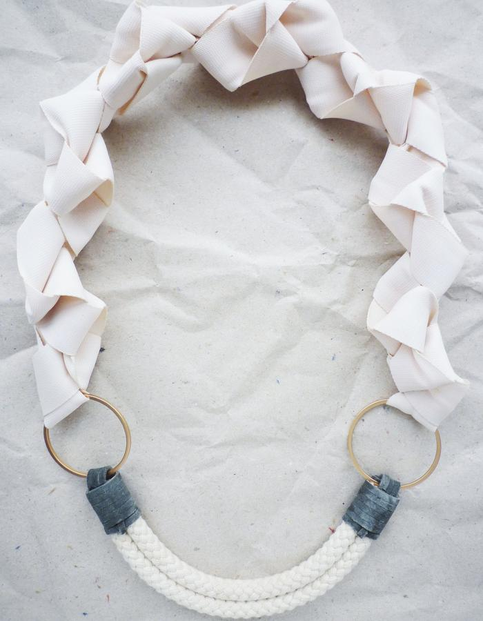 Fove Necklace sand
