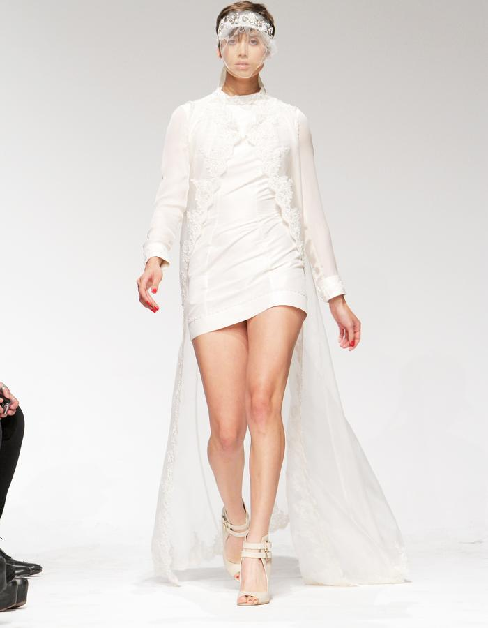 Wedding mini, with embroidered sleeveless cape