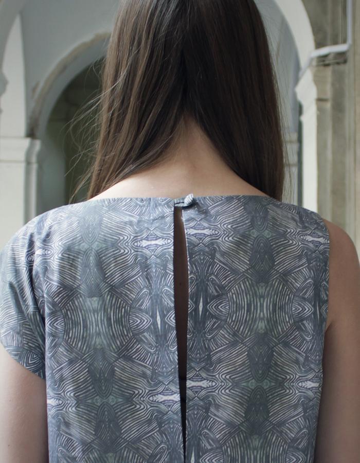 Asimmetric printed cotton dress detail