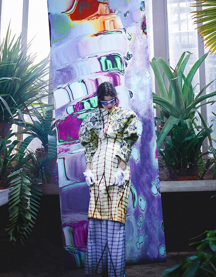Saina Koohnavard. Photo: Sara Löfwander. Model: Gaia Padovan