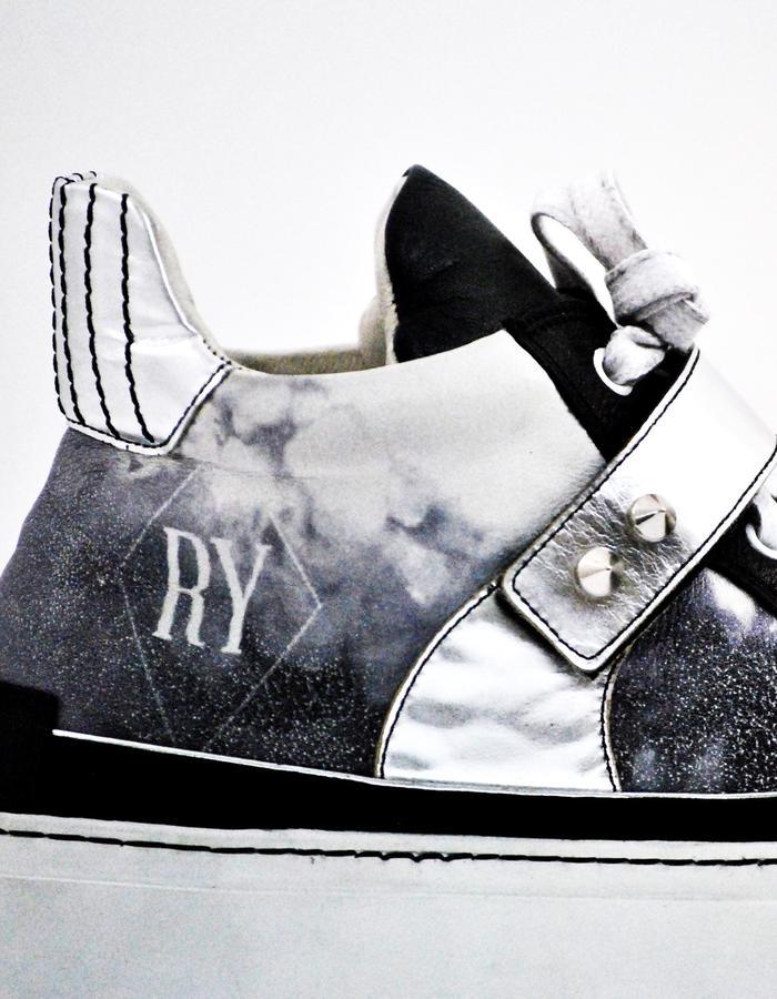 AYR BLACK By Relyquia