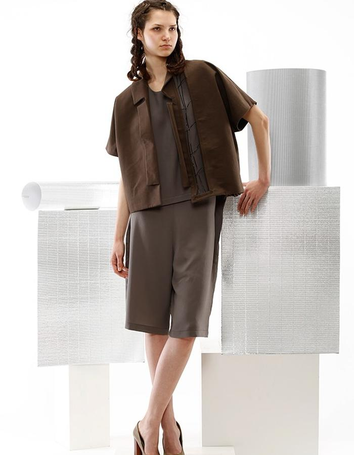 cotton brown jacket with detail and viscose gray pants