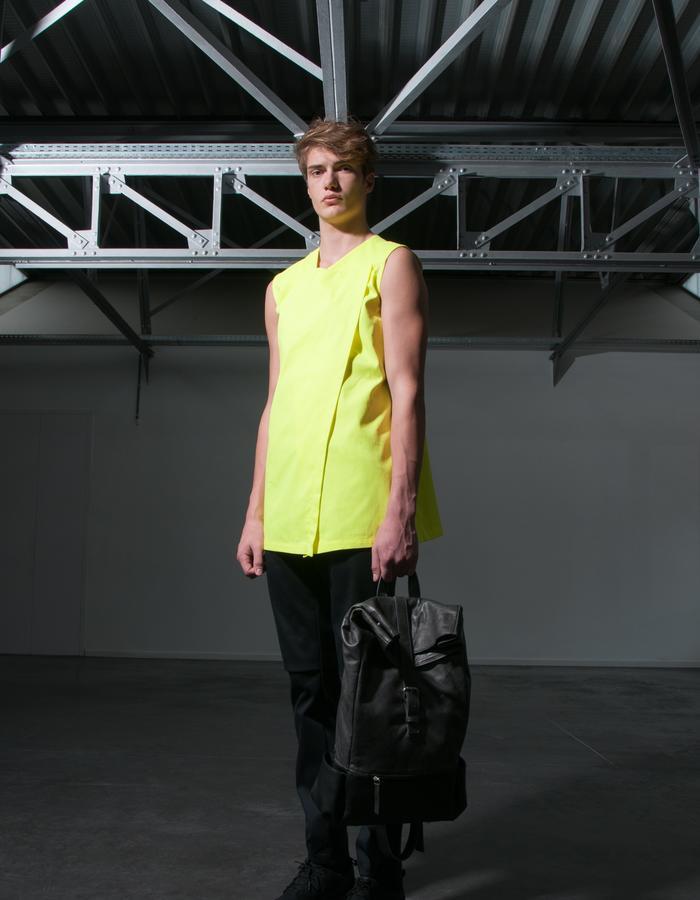 AAGE/T-Shirt + JAN/Pants + HENRIK/Bag