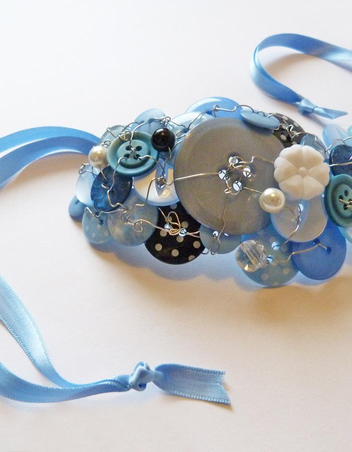 Button cuff blue.