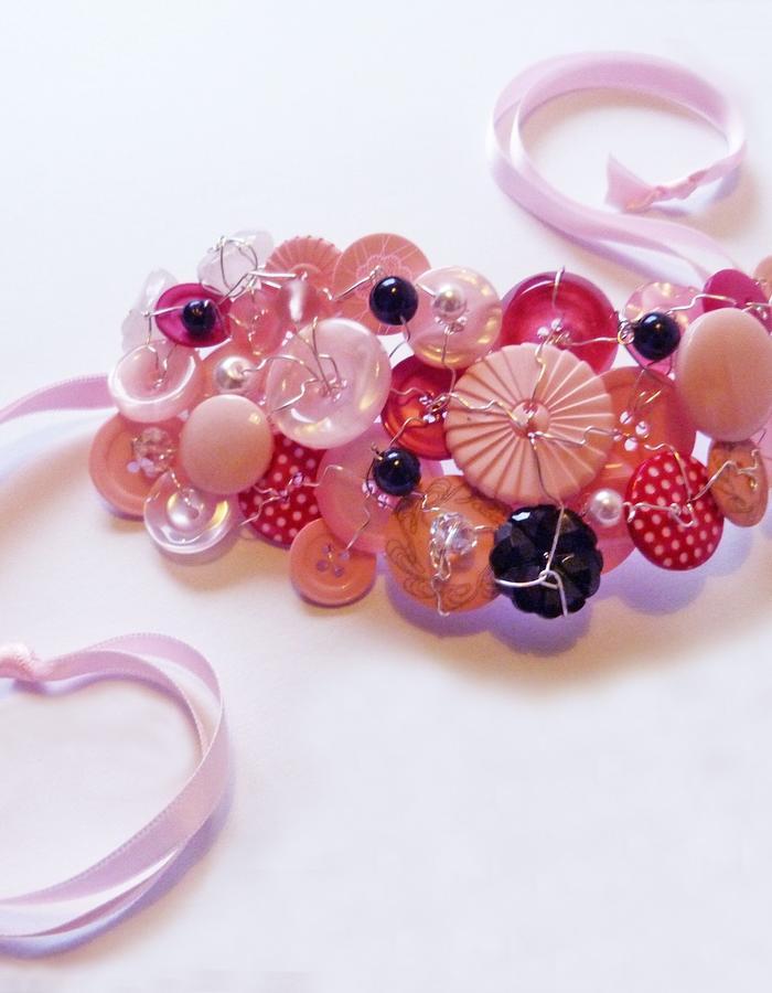 Button cuff pink.