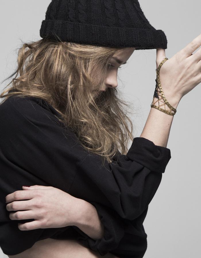 Refraction bracelet for thumb