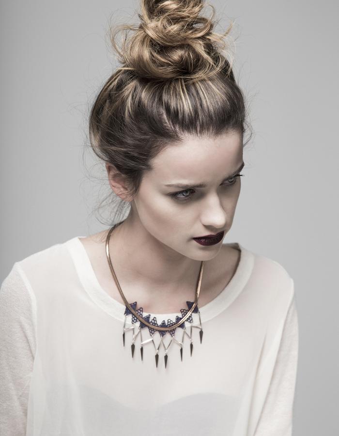 Array lace necklace