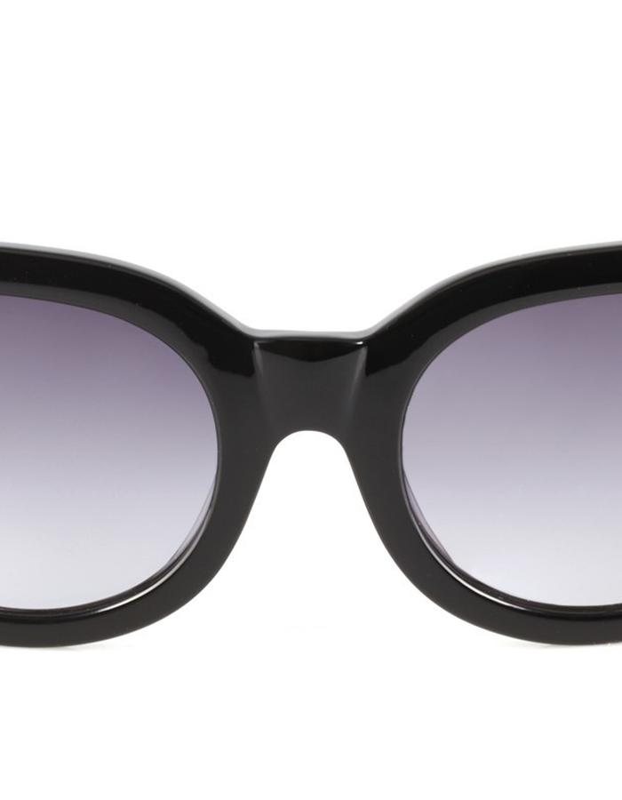 The fearless frame has been designed with smaller faces in mind. A perfect style for everyday wear.