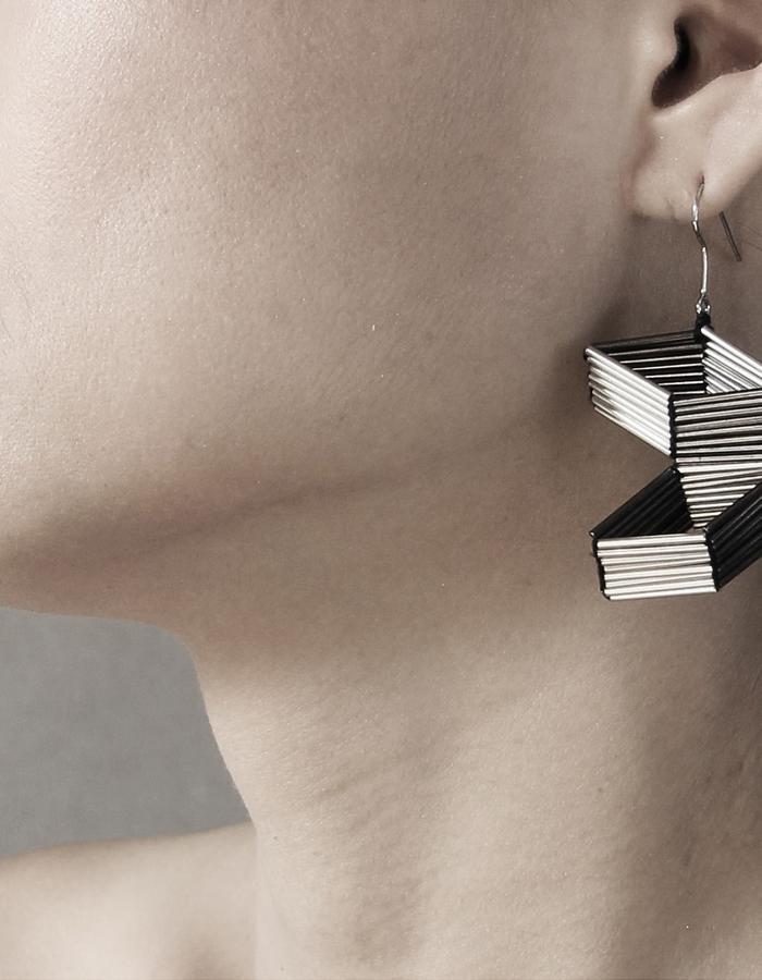 M.C.E Line earring by Vulantri