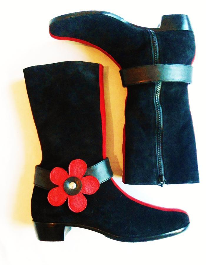 Flower boots.Black velour.