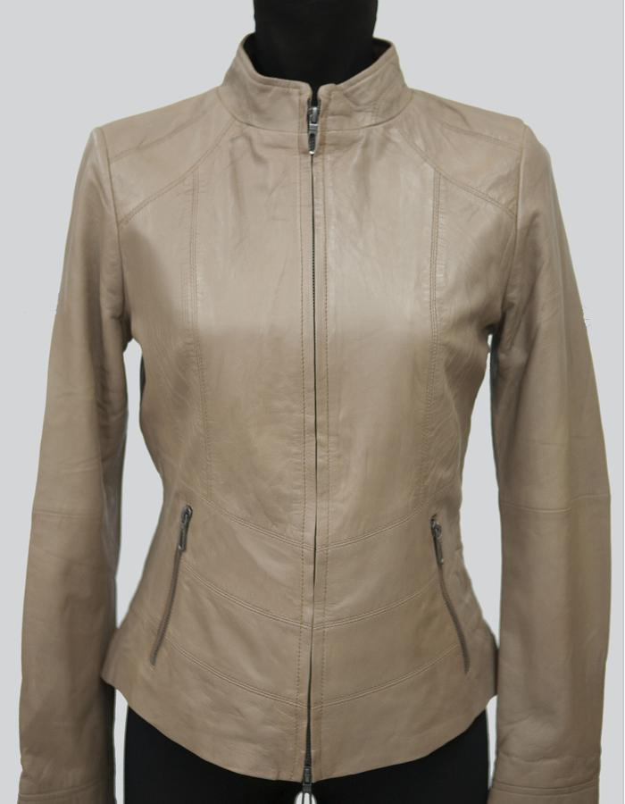 #Bonita / Women genuine leather jacket / Key Features: - S / M / L / XL / XXL / XXXL - 100% Genuine Leather - Brand-New - Rayon lining - Fine Stiching - Made to Order  - Metallic zip - Available in leather finishing Sheep Nappa Sheep Wash Wax - Available in other colors. Beuge, Mauve, Camel, Bourdeaux, White, Brown, Blue electric Black, Green, Grey, Red, Blue