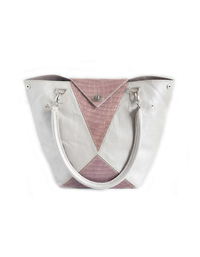 Riaza shapeshifter bag, second transformation