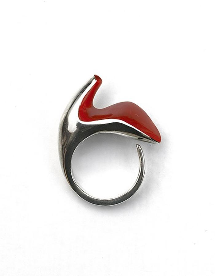 Shoe ring w/ red enamel