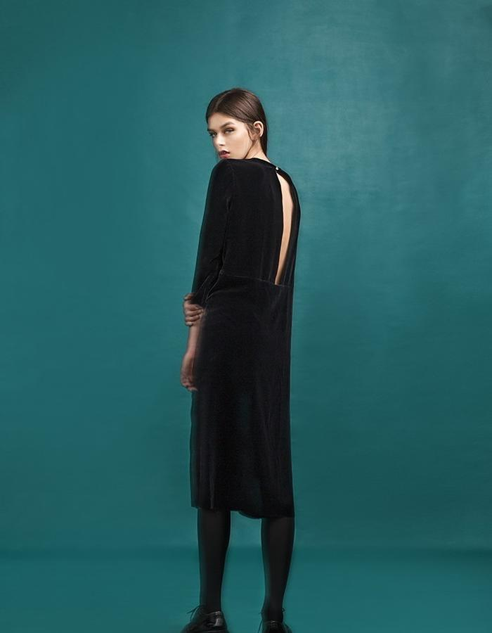 Marit Ilison Longing For Sleep Resort 16 Black Back Slit Velvet Dress