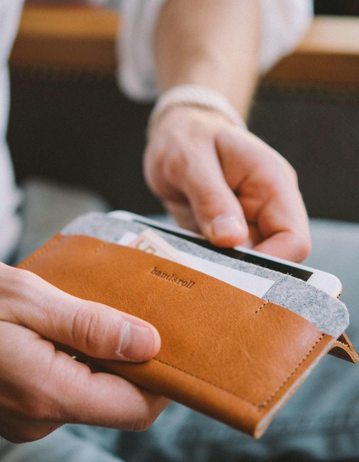 iphone wallet Carrier brown light grey
