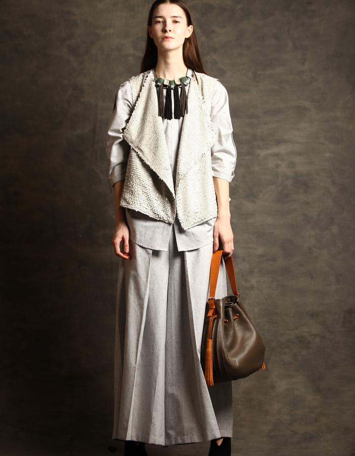 Sequined gilet with pleated pants and oversized marble cotton shirt.
