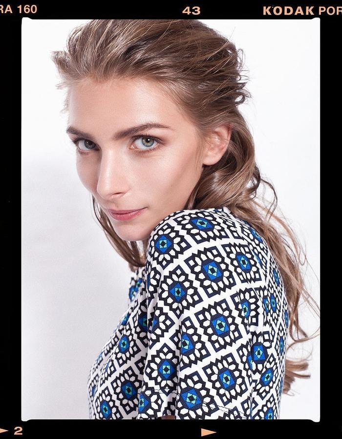 LOOK_004: Flower Mosaic Basic T _ Blue + White; Long-Culottes _ Black