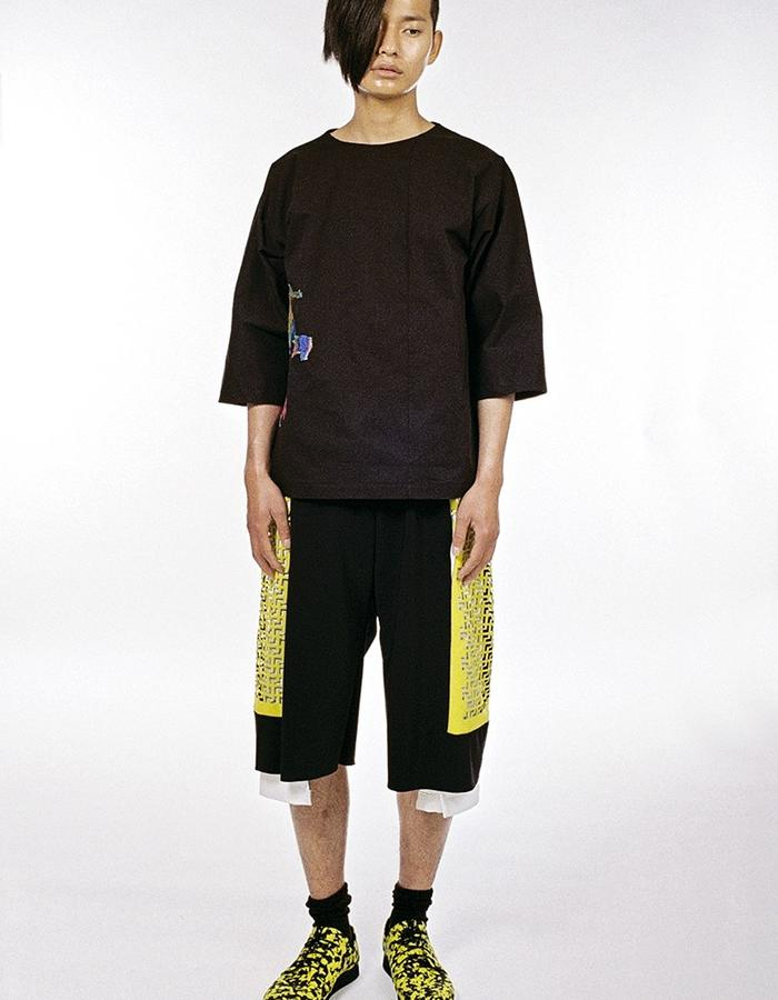 Asymetrical Shirt with embrodery and loosefit trousers with lasercut