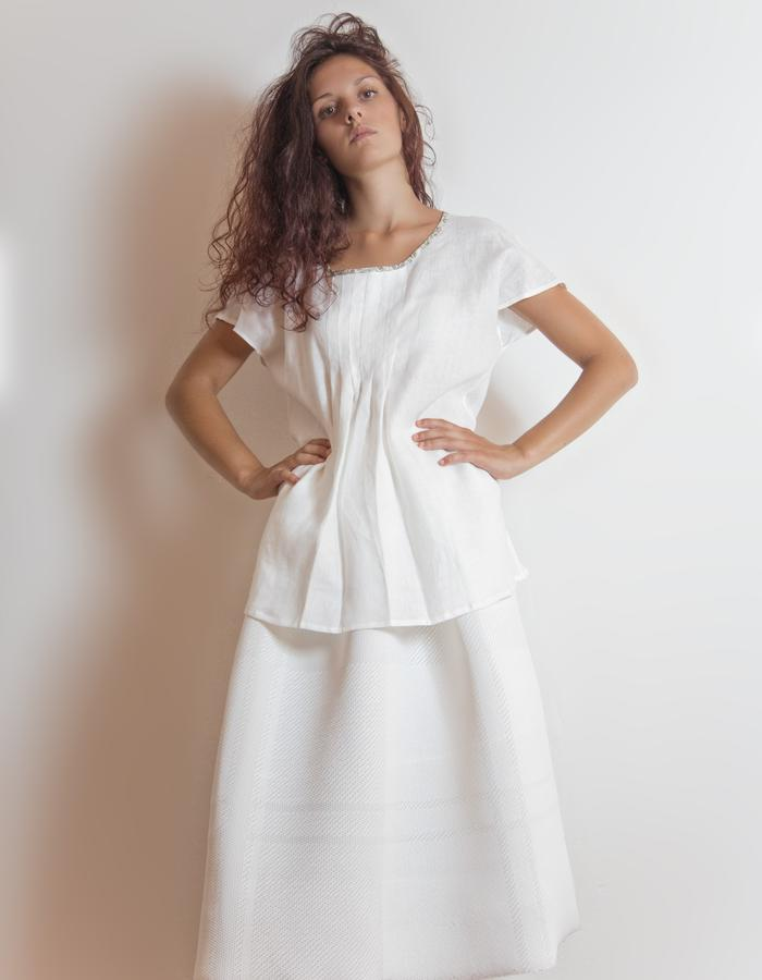 Linen top with pleats.