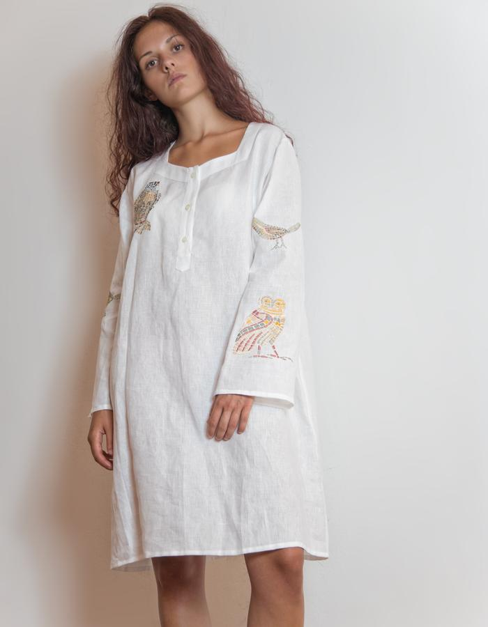 Embroidered linen caftano.