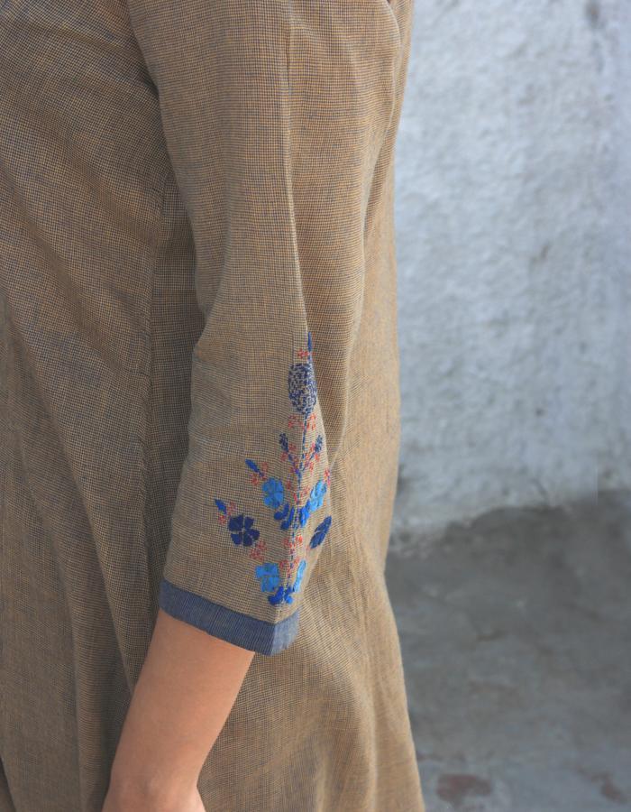 Era- Long dress sleeve embroidery detail