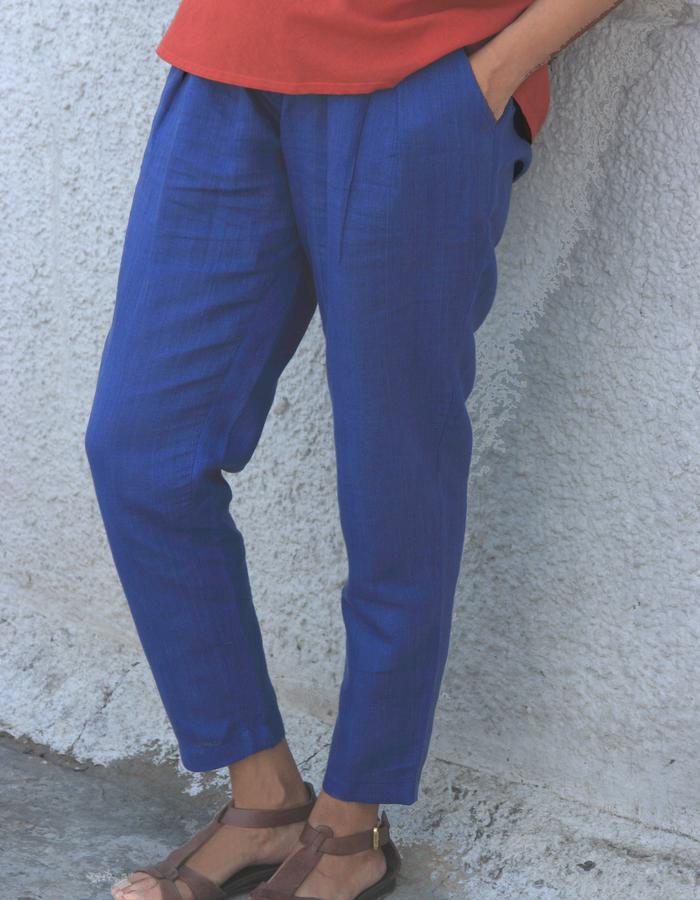 Pleated pants in flex