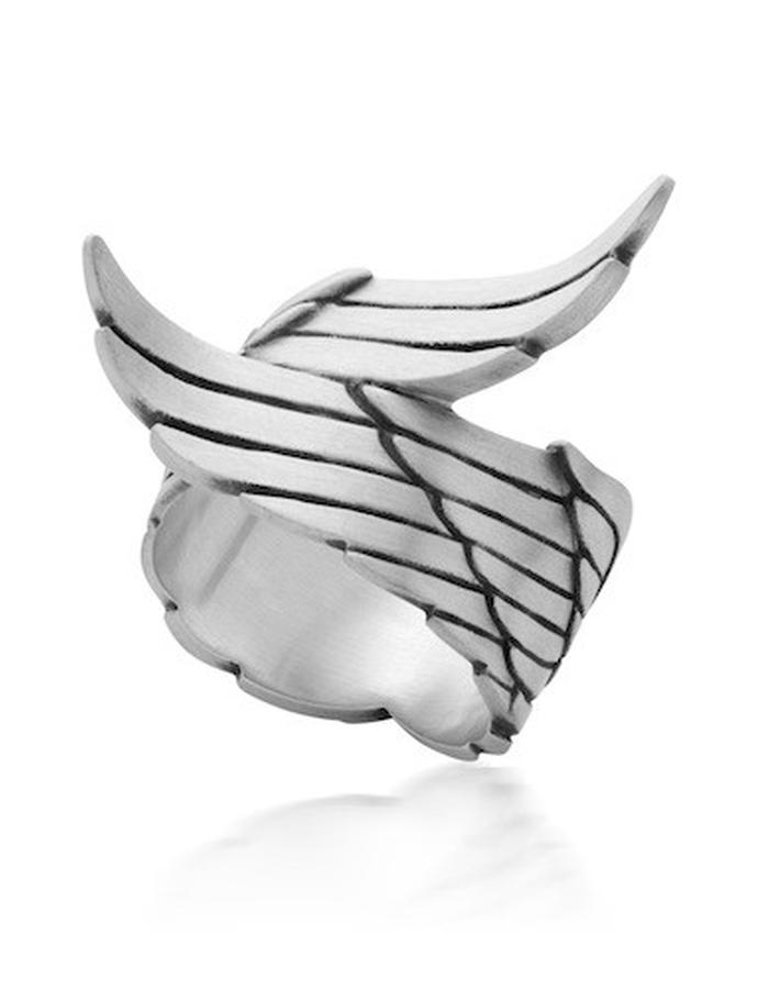 WRING - large sterling silver wing ring is beautifully carved with feather detail and measures approx 18mm wide on the finger.