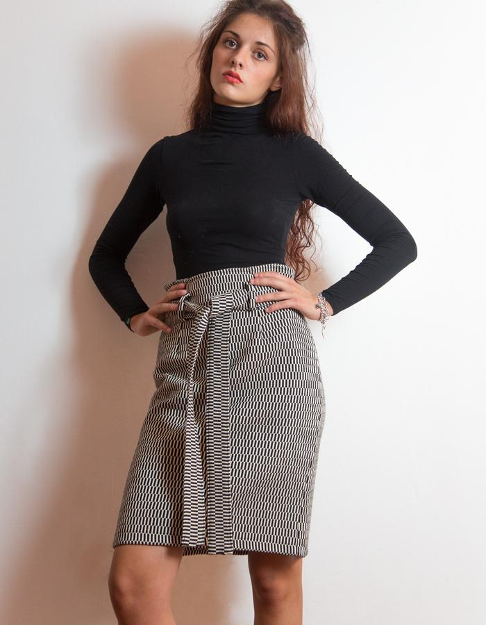 Belted skirt, heavy cotton.