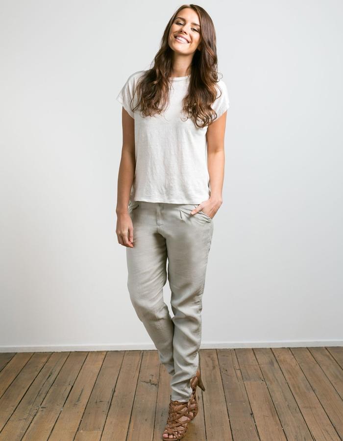 Block tee and linen straight leg pants