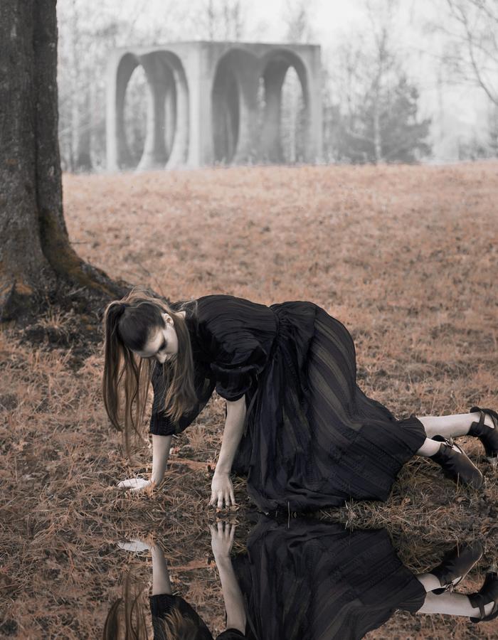 reflection, spomenik, black fashion