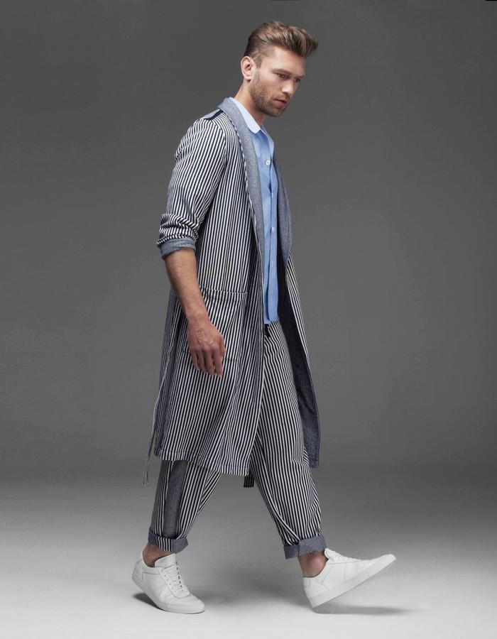 The STRIPE dressing gown is made in a beautiful and soft jacquard jersey.