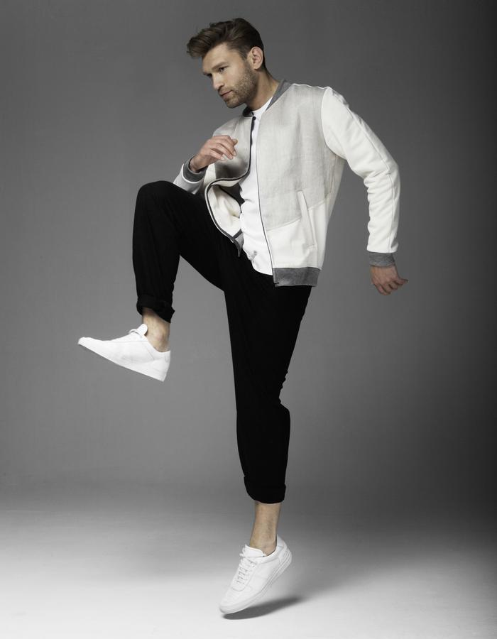 A great casual look. Our sweatshirt Jacket CANVAS combined with the lounge pants made in 100% organic cotton.