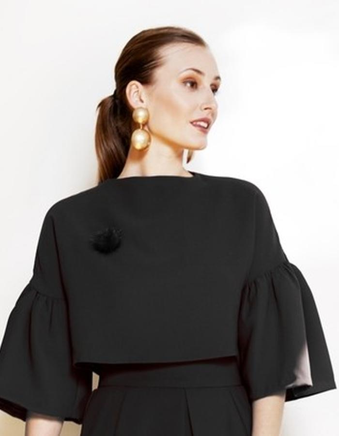 Black drop shoulder crop top