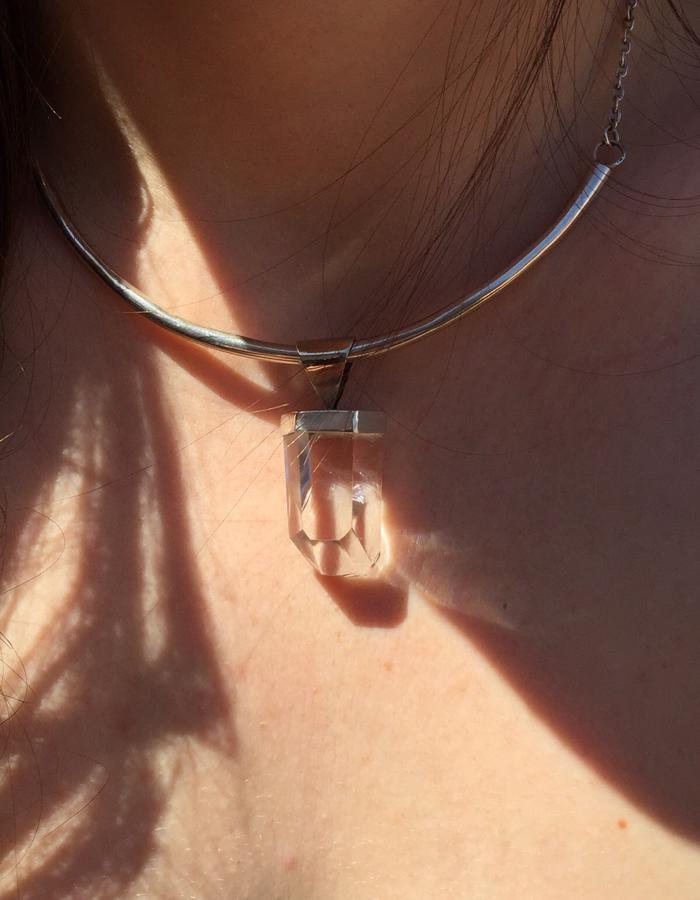 925 Silver necklace with quartz pendant.