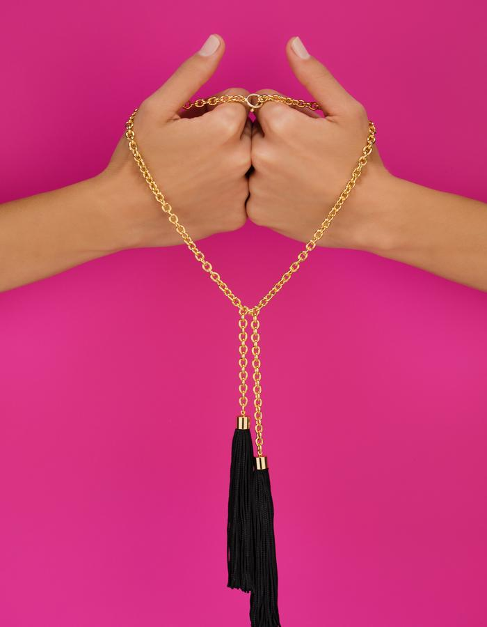 Long chain and tassels necklace