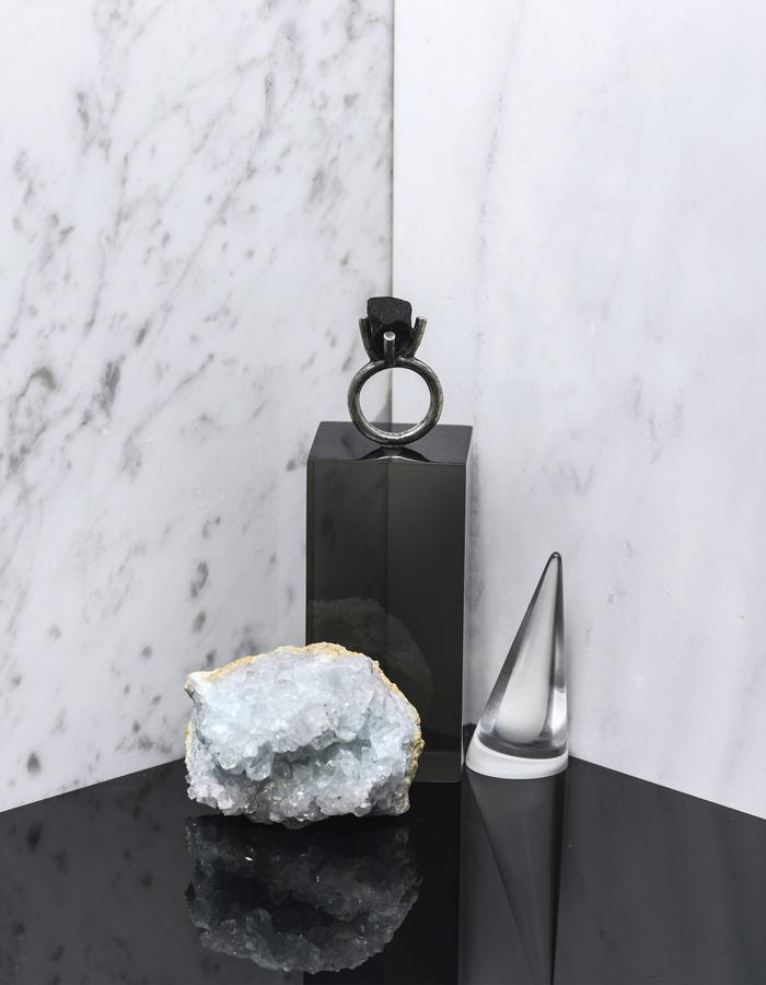 Black Pebble ring LLY Atelier