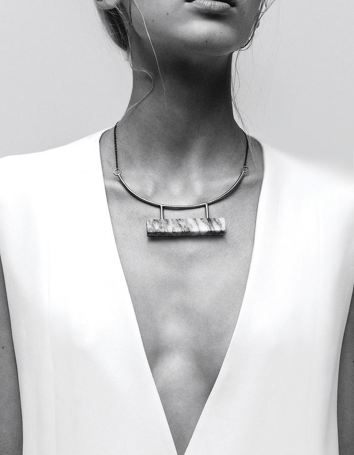Marble bar necklace LLY Atelier
