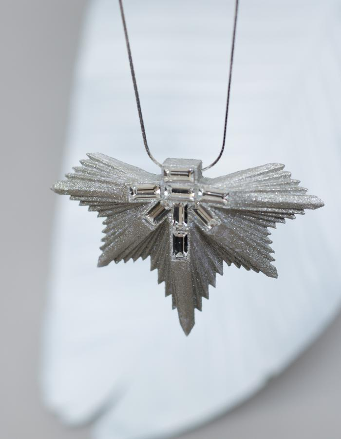 "The ""Hemlock' necklace, 3d-printed jewel reclaiming paper sheets"