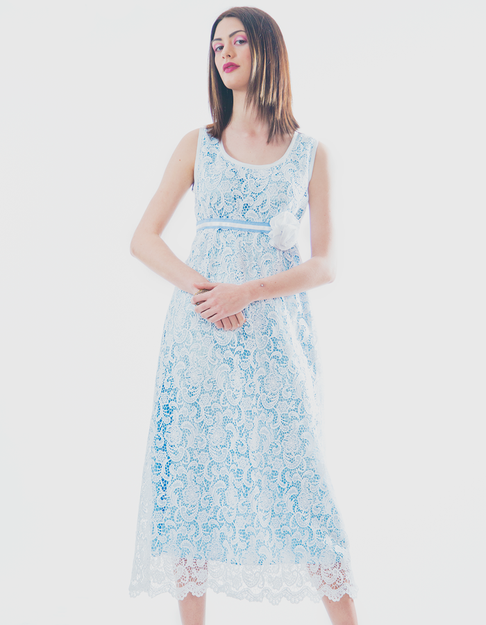 Lace dress with celeste blu lining in contrast.