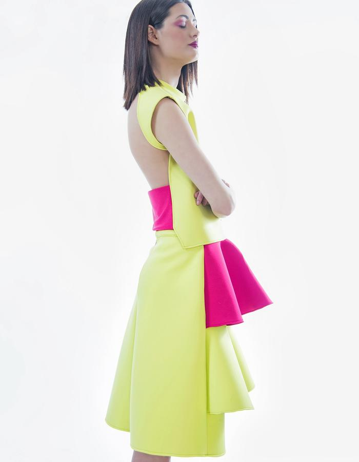 Gown with frills made in neoprene. Top made in neoprene with elastic band.