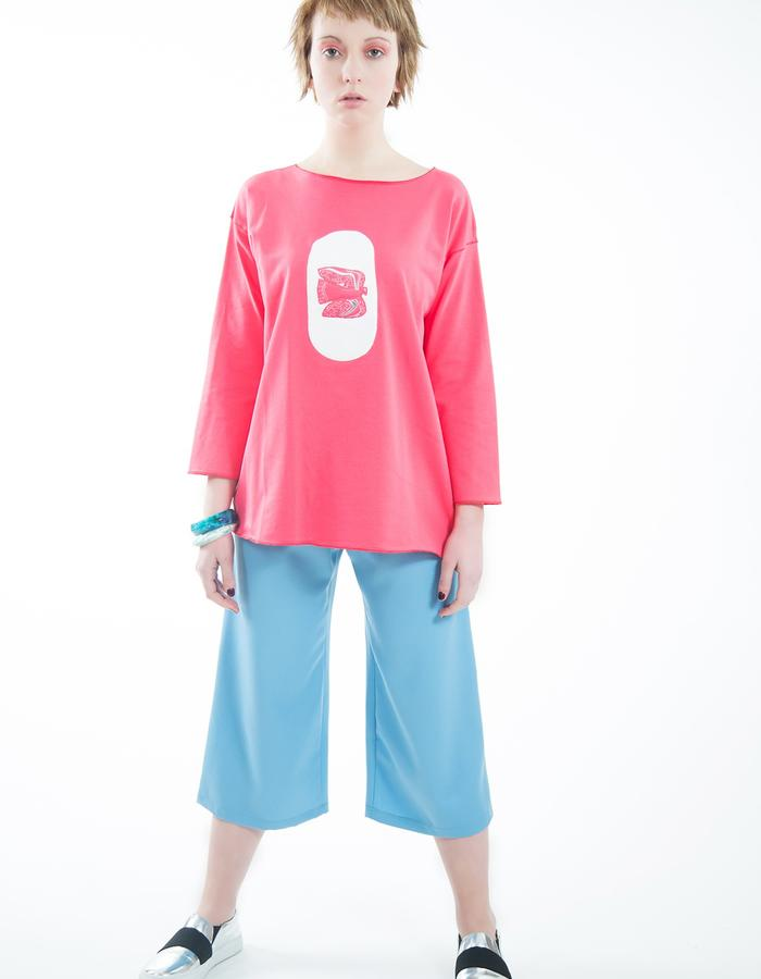 Cotton coral color sweatshirt with cotton appliqué and embroidery.