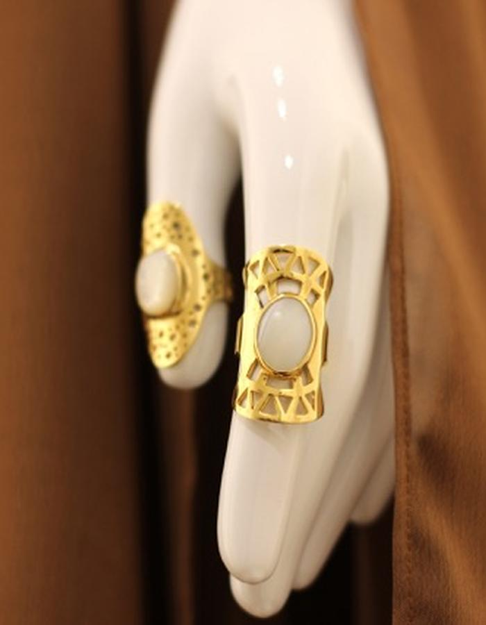 gold plated brass 21 k , mother of pearl, adjustable