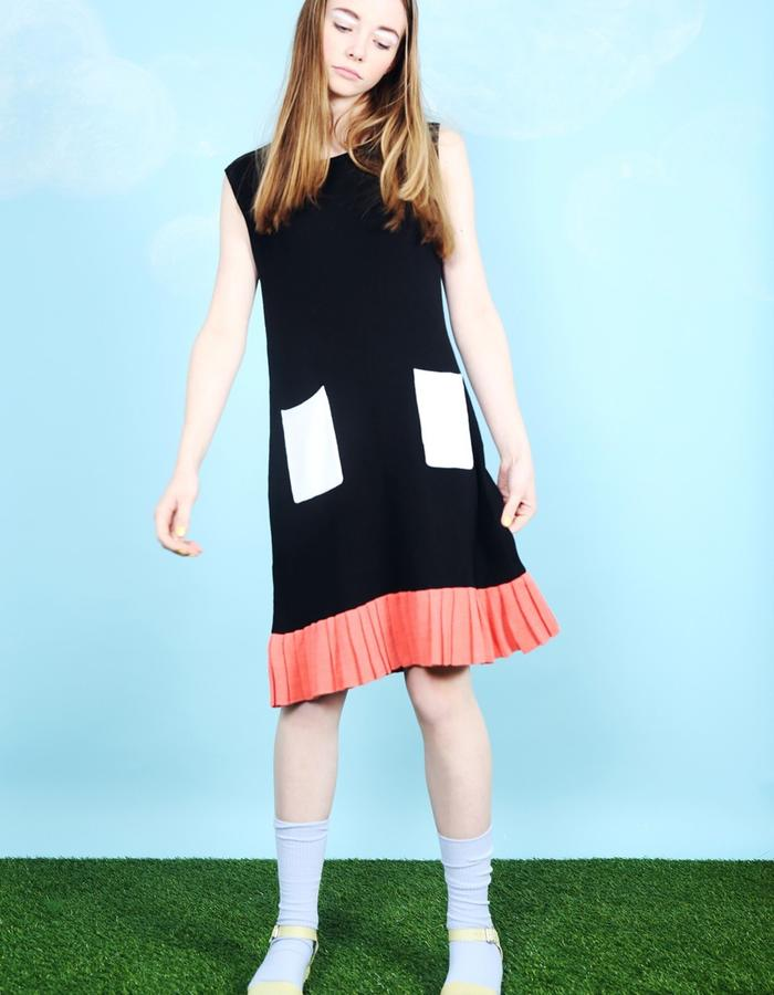 Block Colour Pleat Hem Knitted Dress Black