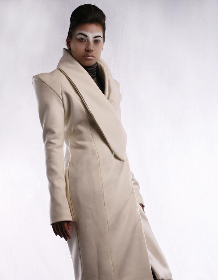 Model: Sabrina Wischniewski, Photography: Nikos Lalas, Designer: Jennifer Moica