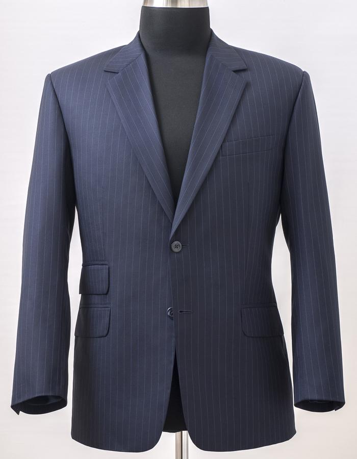 The suit jacket made of Scabal 130′ merino wool fabric with hybrid medium construction in English cut but with Italian style's shoulder and sleeve