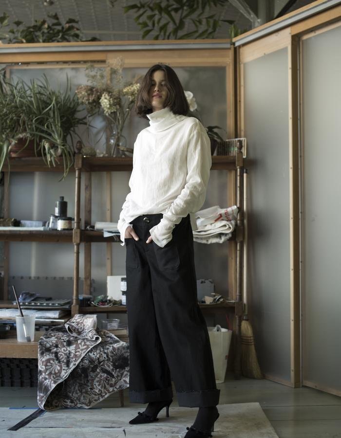DOUBLE COLLAR TURTLENECK, WHITE COTTON / WIDE LEG TROUSERS, BLACK DENIM