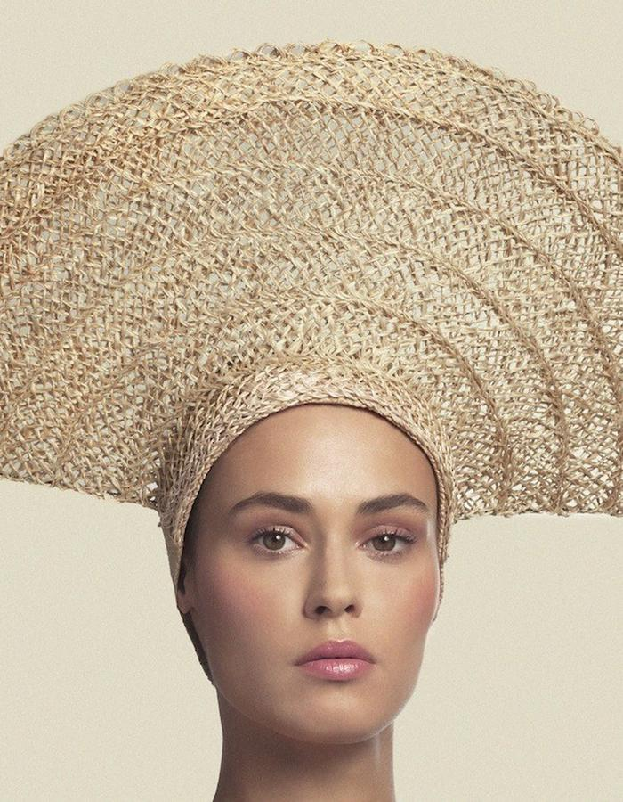 HEADPIECE IN RAFFIA