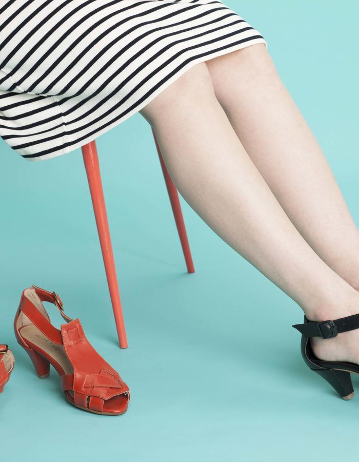olivethomas_s16_black leather heeled sandals
