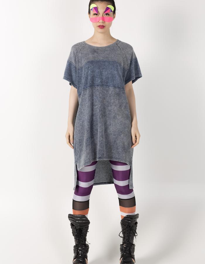 LONG T-SHIRT DRESS HKD 1280 STRIPE LEGGINGS HKD 480