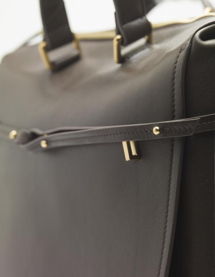 DEACON the Metro in truffle. detail front strap